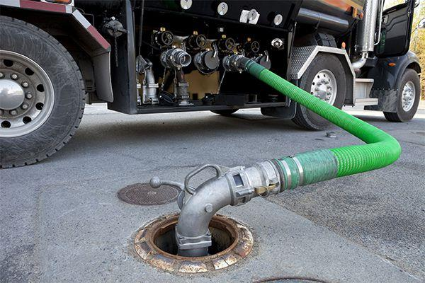 Les fosses septiques permettent une élimination sûre des eaux usées et sont donc très populaires dans les zones mal drainées ou non raccordées au réseau d'assainissement.